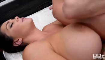 Busty masseuse Ariella Ferrera knows how to make it good